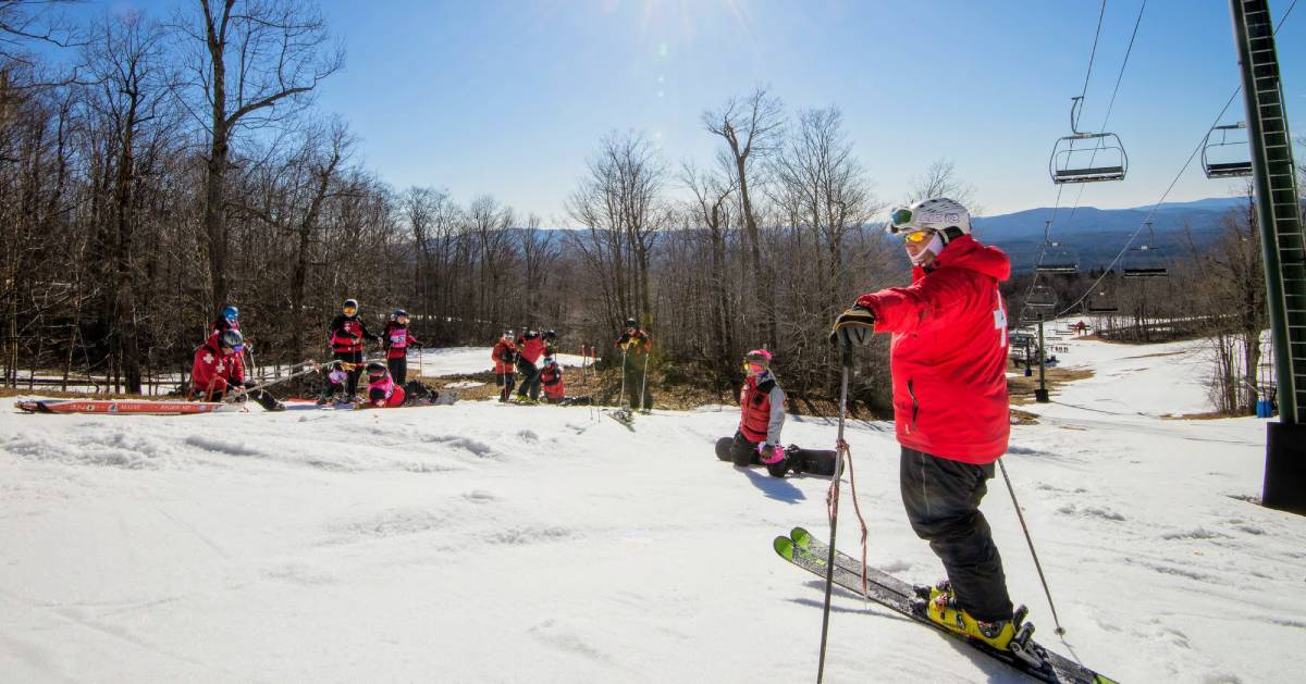 skiers in red