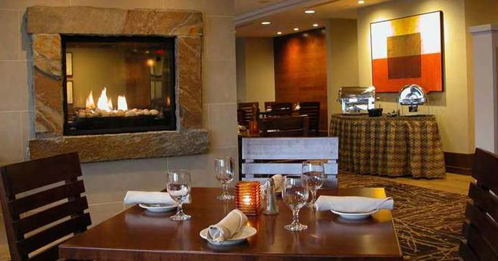 fireplace dining in holiday inn
