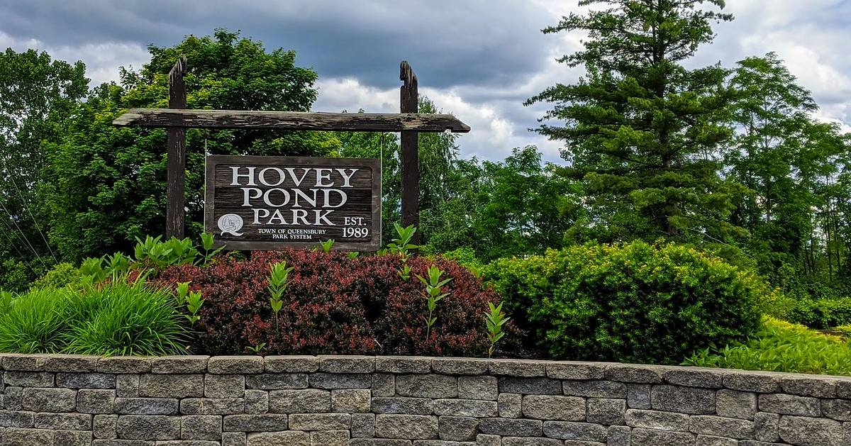 Hovey Pond Park sign