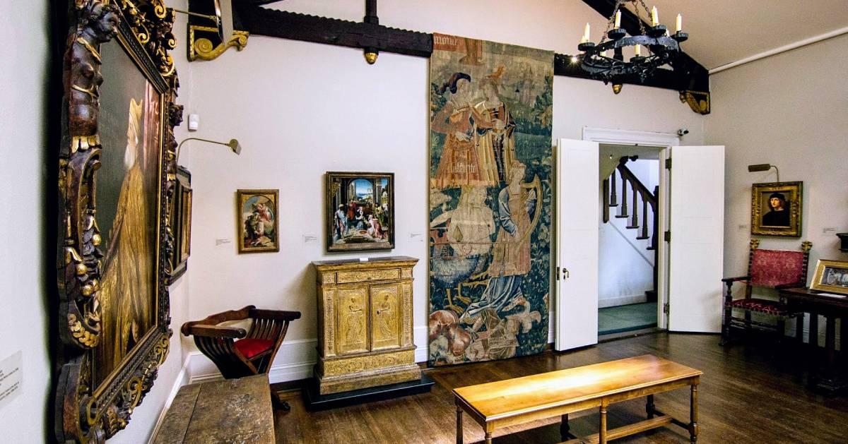 room in museum