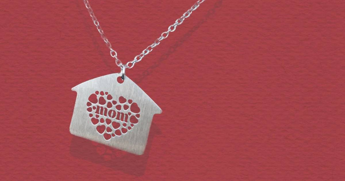 necklace that says mom