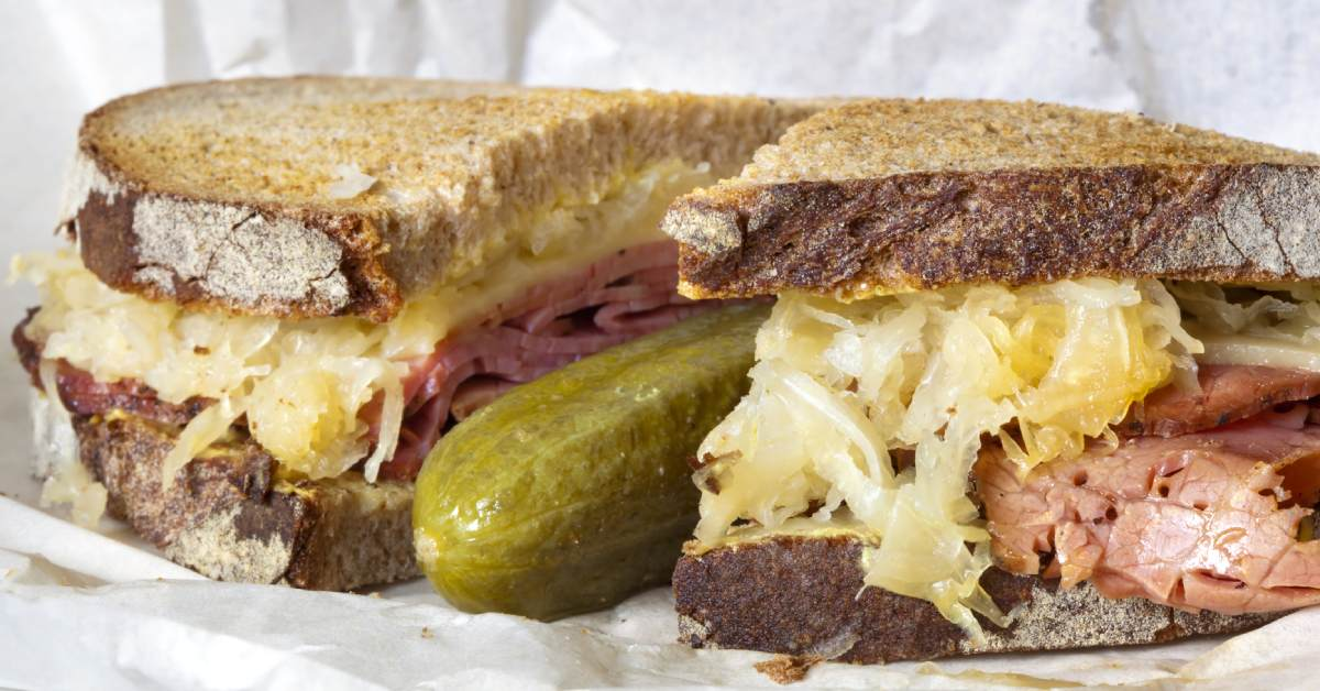 reuben sandwich with pickle