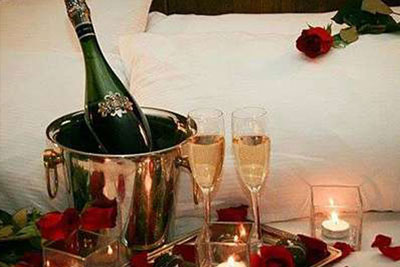 romance package with wine and roses