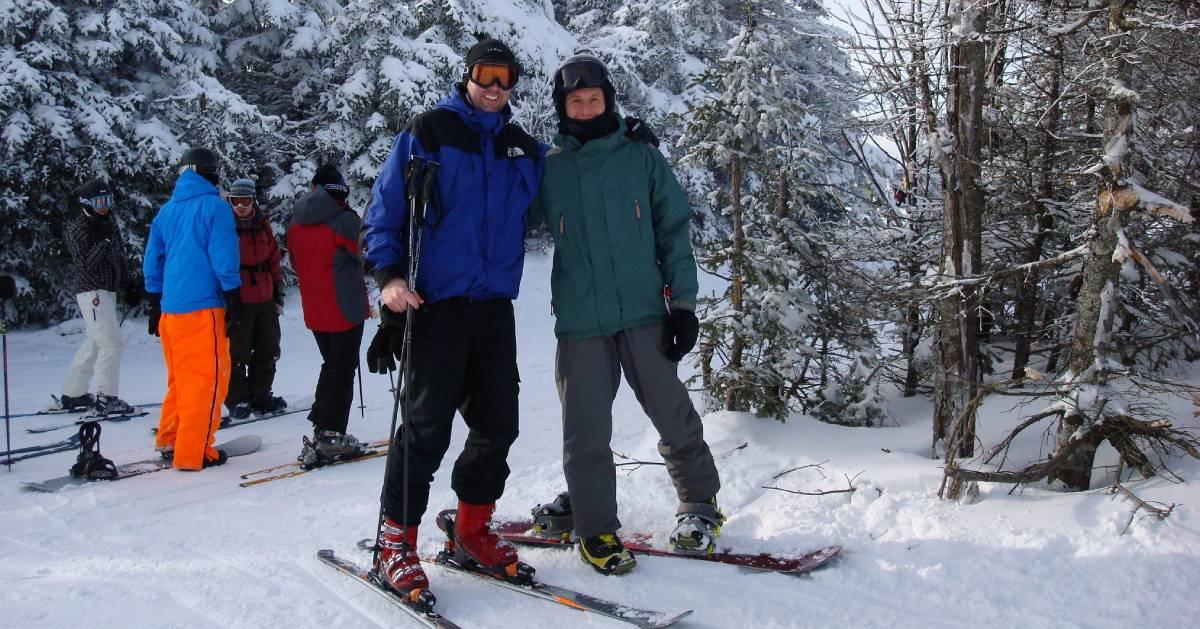 skiers posing