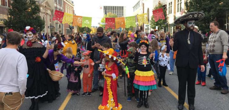 kids in costume on glen street